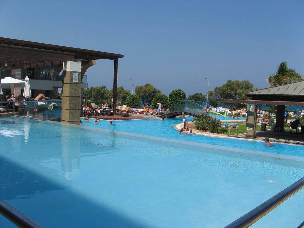 Hotel oceanis 4 rhodos grecia oferta cazare for Piscine oceanis